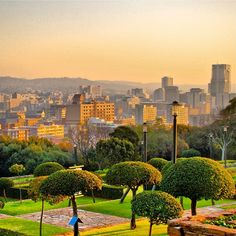 Along with beautiful sunsets, Pretoria is home to more than 40 international embassies - the second largest in the world! Apartheid Museum, Visit South Africa, Namibia, Pretoria, Beautiful Sunrise, Africa Travel, Places To See, Children Projects, Beautiful Places