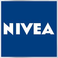 NIVEA_ en 1911, el científico Oscar Troplowitz logró desarrollar la primera emulsión de aceite en agua. Después añadió agua de colonia, un perfume de lirio de los valles y un nombre de marca infalible. Bautizó su crema blanca con el nombre de Nivea, del término latino nivis (nieve).
