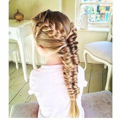 Today we did a Topsy Tail Fishtail Braid with a French Braid. I love this style  its a fab tutorial from the lovely Annie, @anniesforgetmeknots  #fishtailbraid #frenchbraid #frenchplait #plaits #peinados #prettyhair #pulledbraid #braids #braidsfor