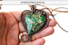 Reversible  wire wrapped  green  gemstone  heart by amorfia