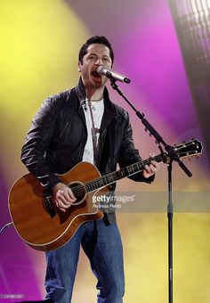 singer-alejandro-manzano-of-boyce-avenue-performs-live-for-the-mtv-picture-id131661257 (709×1024)