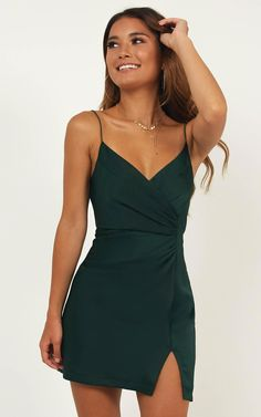 dresss green v-neck school event dress spaghetti-straps sleeveless homeco. dresss green v-neck school event dress spaghetti-straps sleeveless homecoming dress slit-skirt chiffon evening Homecoming Dresses Tight, Dress Prom, Short Formal Dresses, Emerald Homecoming Dress, Dress Long, Short Green Dress, Graduation Dresses, Winter Formal Dresses, Green Mini Dresses