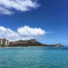 🏄🌊Check out this incredible view of surfers at Diamond Head. Surfers, Summer Travel, Amazing Destinations, Summertime, National Parks, The Incredibles, Boat, Vacation, Mountains