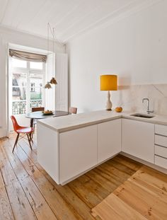 L shaped kitchen bench providing a slight barrier to dining area
