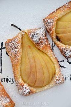 Gruszki po francusku Easy Desserts, Dessert Recipes, Polish Desserts, Pastry And Bakery, Dessert Drinks, How Sweet Eats, No Cook Meals, Fall Recipes, Food Inspiration