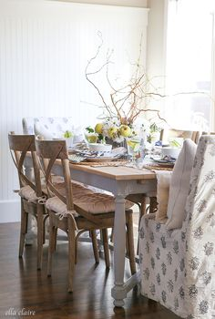 Gorgeous spring dining room - love the centerpiece of fruit, flowers and branches Fine Dining, Dining Area, Dining Table, Dining Rooms, Modern Desk Chair, Rocking Chair Cushions, Farmhouse Chic, Vintage Farmhouse, Spring Home Decor