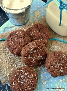 Μπισκότα με σοκολατένιο ταχίνι, βρώμη κ καρύδα - Chocolate tahini coconut oat cookies Tahini, Biscuit Cookies, Biscuits, Food And Drink, Healthy Recipes, Chocolate, Cooking, Desserts, Foods