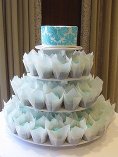 perfect cupcake stand for tulip lined cupcakes