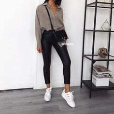 Oversized shirt x coated pants is always a perfect combo!- Oversized shirt x coated pants is always a perfect combo! ✔️ SUR … Oversized shirt x coated pants is always a perfect combo! avec le code: ⚡️ Chemise ref 5113 Uni Outfits, College Outfits, Mode Outfits, Spring Outfits, Trendy Outfits, Winter Outfits, Cheap Outfits, Look Fashion, Korean Fashion