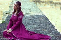 Medieval dress Lady of the Lake model : Le Carrousel d'Elyra photo : CH Photography - Mélanie C gown : ArmStreet http://armstreet.com/store/medieval-clothing/linen-medieval-dress-lady-of-the-lake