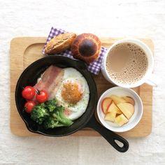 卵料理にホットケーキにリゾットにスキレット朝食バリエ5例 Breakfast Presentation, Food Presentation, Cafe Food, Food Menu, Good Morning Breakfast, Gourmet Breakfast, Luxury Food, Food Goals, Healthy Eating Recipes