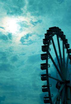 Ferris Wheel against underwater Sky Shades Of Turquoise, Aqua Blue, Shades Of Blue, Goldscheider, Azul Tiffany, Monochrom, Blue Aesthetic, Ciel, White Photography
