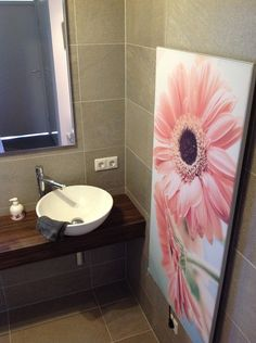 bijzondere wellness vakantiehuis de goudvink van onthaasten in de achterhoek met sunshower hottub sauna wellness vakantie in gelderland heeft een sunshower in de nieuwe badkamer en een infrarood verwarming van heatfun
