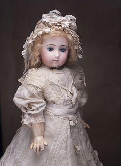 Редкая французская кукла bebe Triste (Грустная) Jumeau, 1880е годы - на сайте антикварных кукол.