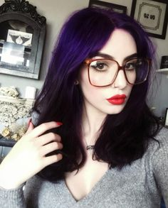 Love her glasses and makeup too Dark purple/violet hair. Love her glasses a Dark Violet Hair, Blue Purple Hair, Green Hair, Purple Rain, Bad Hair, Hair Day, Pelo Multicolor, Color Rubio, Arctic Fox Hair Color