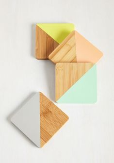 Toast to old friends and new memories in the company of these bamboo coasters! Each dipped in a pastel tone of peach, chartreuse, lilac, or turquoise, this cute quartet lends radiance to every reunion. Vintage Kitchen, Retro Vintage, Food Storage Boxes, Wedding Gift Registry, Diy Coasters, Modern Coasters, Stainless Steel Types, Idee Diy, Coaster Furniture
