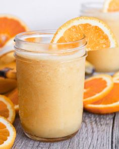 Bananas, almond milk, orange juice and zest all blended together to make a sweet frozen Vegan Orange Julius Smoothie Recipe without any sugar! Juice Smoothie, Smoothie Drinks, Healthy Smoothies, Healthy Drinks, Orange Smoothie, Weight Watchers Banana Pudding Recipe, Banana Pudding Recipes, Hcg Diet Recipes, Skinny Recipes