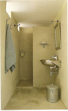 Shorter walls w small partition between shower n rest of room Small Shower Room, Small Showers, Shower Rooms, Backyard Guest Houses, Rest House, Green Rooms, Downstairs Bathroom, Wet Rooms, Concrete Floors