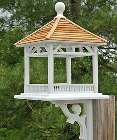 Treat your feathered friends to a meal in the Home Bazaar Dream House Bird Feeder with Bracket. The fly-through design of this gazebo styled feeder encourages use by all types of birds for a varied and entertaining feeding experience. Home Bazaar D Bird House Plans, Bird House Kits, Outdoor Projects, Wood Projects, Large Bird Feeders, Best Bird Feeders, Bird Tables, Bird House Feeder, Bird Feeder Plans