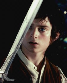 """Sting,"" from the Old English ""stingean,"" which may indicate small forms of discomfort. In keeping with size, Tolkien equipped both of his hobbit heroes with the small blade that saved them on multiple occasions, particularly Frodo from the spider Shelob. Frodo Bolsón, Frodo Baggins, Thranduil, Legolas, Aragorn Lotr, Elijah Wood, Fellowship Of The Ring, Lord Of The Rings, The Ring Series"