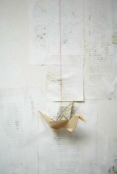 DIY: book pages painted white, origami bird Origami Paper Art, Origami Bird, Paper Crafts, Hanging Origami, Origami White, Origami Cranes, Origami Swan, Oragami, Paper Birds