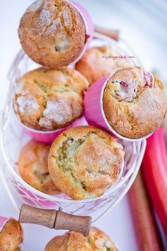 Muffiny cytrynowe z rabarbarem | Moje Wypieki Rhubarb Muffins, Sweet Recipes, Healthy Recipes, Summer Cakes, Sweet Cakes, Sweet Tea, Food Inspiration, Food And Drink, Treats