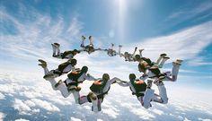 http://www.descontosideiasinovadoras.com/desportos-radicais/os-10-melhores-desportos-radicais/ - Os 10 melhores desportos radicais - Certamente que já ouviu falar de desportos radicais. Provavelmente até pratica algum. No entanto, sabe o que realmente são? O conceito surgiu no final da década de 80, numa altura em que atividades como o paraquedismo, o surf e o alpinismo começavam a ganhar popularidade.