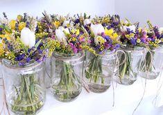 Διακόσμηση Στολισμός Γάμου Wedding Flower Inspiration, Wedding Flowers, Welcome Table, Flower Decorations, Glass Vase, Outdoor, Vintage, Home Decor, Outdoors