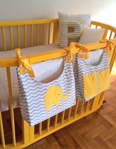 Set of diapers and dirty clothes to bring practicality in changing the diaper . Set of diapers and dirty clothes to bring practicality in the change of the diaper besides giving a very special touch in the decoration of the baby.