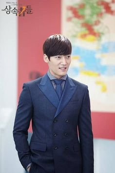 Choi Jin Hyuk flashes a rare smile on the set of 'Heirs'   allkpop