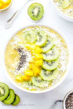 Mango Kiwi Chia Seed Smoothie Bowl (V+GF): a super easy recipe for a light, refreshing and filling smoothie bowl full of mangoes and topped with kiwis. #Vegan #GlutenFree | BeamingBaker.com Fruit Smoothies, Smoothies Vegan, Acai Recipes, Raw Food Recipes, Healthy Recipes, Smoothie Recipes, Juicer Recipes, Cleanse Recipes, Easy Recipes