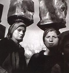 Voula Papaioannou, Women transporting mud for the construction of a road. Sellades prefecture of Arta, 1946 © Benaki Museum Photographic Archive Costa, Benaki Museum, Greek Gifts, Old Greek, Greece Photography, Greek Culture, Working People, Famous Photographers, Vintage Photographs