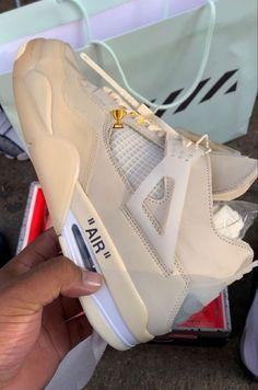 Jordan Shoes Girls, Girls Shoes, Cute Sneakers, Shoes Sneakers, Nike Air Shoes, Aesthetic Shoes, Hype Shoes, Fresh Shoes, Adidas