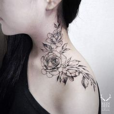 Neck And Shoulder Inked With Rose And Leaves Tattoo #shouldertattoo #femininetattoo #rosetattoo #flowertattoo #floraltattoos