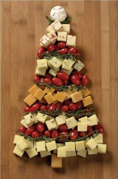 Aperitive & Fruit Christmas Tree !!! Awesome thing to try at home on this Christmas - Neatologie.com