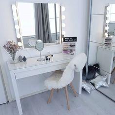 Cases for Stylish Bedroom 20 Best Makeup Vanities amp; Cases for Stylish Best Makeup Vanities amp; Cases for Stylish Bedroom Black Vanity Table, Vanity Desk, Diy Vanity, Make Up Desk Vanity, Vanity Box, Makeup Vanity Case, Makeup Vanities, Makeup Desk, Beauty Vanity