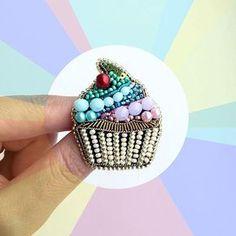 Сладкая сладость #брошь #кексик #лето2017 #вышивка #брошьручнойработы #рукоделие #хендмейд #ручнаяработа #brooch #embroidery #jeverly #summer2017 #hobby #cake #pastel #handmade #needlework #rainbowcake