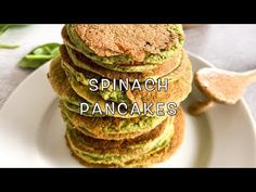 Everyone loves a pancake breakfast. So why wait for special occasions when it could be everyday? These spinach pancakes are healthy and super easy to make! Baby Food Guide, Baby Food Recipes, Snack Recipes, Cooking Recipes, Vegetarian Meals For Kids, Healthy Snacks For Kids, Kids Meals, Toddler Meals, Pancake Breakfast