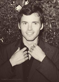 <3 YES. Ian Harding ;D  Ezra Fitz can be my teacher any day ;)