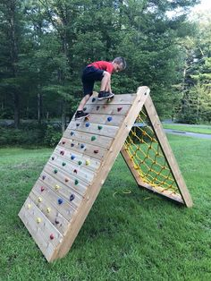 Children's Climbing Wall - The Best Outdoor Play Area Ideas Kids Outdoor Play, Kids Play Area, Backyard For Kids, Backyard Games, Outdoor Fun, Outdoor Play Spaces, Backyard Playhouse, Diy Backyard Projects, Childrens Play Area Garden