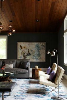 Elegant Warm Living Room With Wood / Grey / Dark Green And Purple Grau Ledersofa,  Dunkle