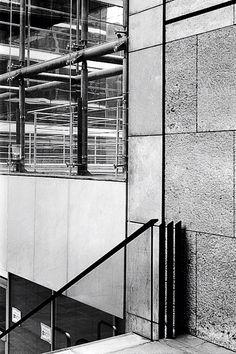 Architecture à La Défense - Paris. Photo argentique noir & blanc 2010