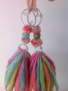 Pom Pom Crafts, Diy Tassel, Vintage Crafts, Sewing Notions, Crochet Flowers, Knitted Hats, Creations, Crafty, Christmas Ornaments