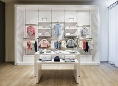 Sons & Daughters – children's fashion store by knoblauch Showroom Design, Shop Interior Design, Retail Design, Boutique Interior, Baby Store Display, Grey Painted Walls, Clothing Store Design, Storing Baby Clothes, Shop Fittings