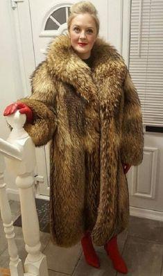 Fur Fashion, Womens Fashion, Fox Fur Coat, Fur Coats, Fabulous Fox, Female Supremacy, Great Women, Leather Gloves, Mantel