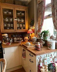 Cozy Kitchen, Rustic Kitchen, Country Kitchen, New Kitchen, Vintage Kitchen, Kitchen Dining, Kitchen Decor, Kitchen Cabinets, Estilo Country