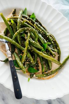 Perfect Roasted Green Beans Recipe - Cookie and Kate Vegetarian Side Dishes, Healthy Side Dishes, Vegetable Sides, Vegetable Side Dishes, Vegetarian Recipes, Best Side Dishes, Healthy Sides, Side Dish Recipes, Main Dishes