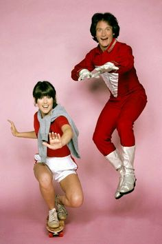 """On this day: At 27th May of 1982, the final episode of """"Mork and Mindy"""" aired on ABC. This '70s/ '80s era sitcom that ABC plugged into their Thursday night lineup for the better part of four years was delightfully fun and light. Despite being on the air for only 4 years (1978-1982), this outer-space classic sitcom managed to capture the hearts of children and adults alike. This is the story of a wacky alien who comes to Earth to study its residents, and the life of the human woman he boards…"""