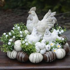 How to make a nest in 5 easy steps! Deco Floral, Arte Floral, Decoration Vitrine, Easter Table Decorations, Easter Centerpiece, Easter Flowers, Easter Holidays, Easter Wreaths, Spring Crafts