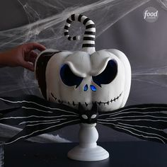 Happy Birthday to the Nightmare Before Christmas and everyones favourite pumpkin King Jack Skellington! Got to make this glowing Dessert Halloween, Halloween Food For Party, Halloween Cakes, Halloween Treats, Fall Halloween, Halloween Stuff, Christmas Birthday Cake, Happy 25th Birthday, Halloween Birthday